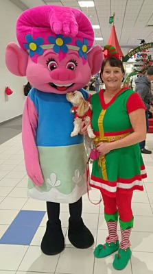 Milou kissing Poppy - Place  Bathurst Mall